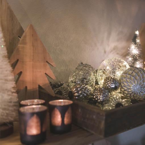 Adventsdekoration mit Kerze oder LED